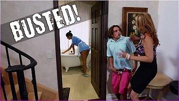 BANGBROS XXX 1080p – Trío sexo con la madrastra Julia Ann y la zorra latina Abby Lee Brasil