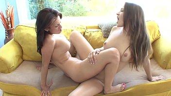 Bellezas lesbianas calientes Dani Daniels y Vanessa Veracruz