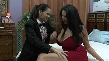 Dos monjas cachondas teniendo sexo lésbico – Cumlouder