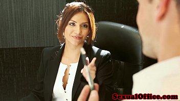 La secretaria de la oficina Isabella De Santos sexo