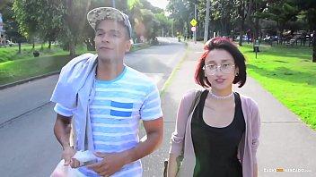 La jovencita colombiana Luna Castillo es recogida y follada duro